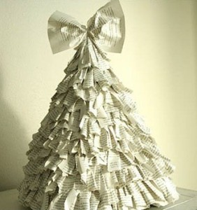 新聞紙で作ったクリスマスツリー