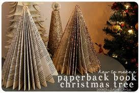 古本で作ったクリスマスツリー